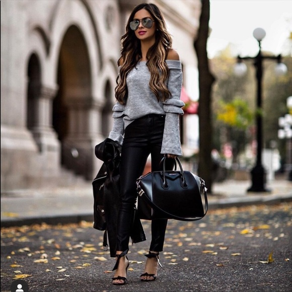 ❤️ Blogger's Favorite off the shoulder sweater